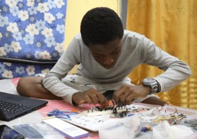 """""""A 15 ans, j'ai créé une voiture autonome, un thermomètre et un détecteur de mouvements"""""""
