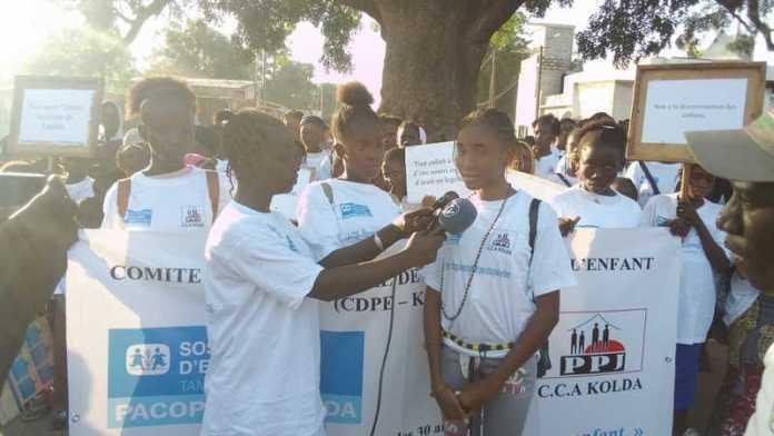 Les enfants de kolda marchent pour le respect de leurs droits