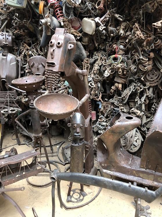 """Meissa Fall le sculpteur qui  """"recycle"""" les vélos en oeuvre d'art 2"""