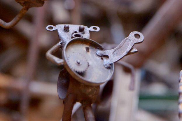 """Meissa Fall le sculpteur qui  """"recycle"""" les vélos en oeuvre d'art 1"""