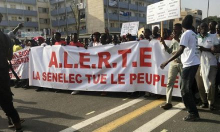 """A LOUGA, UNE MARCHE """"PACIFIQUE ET CITOYENNE"""" CONTRE LA HAUSSE DU PRIX DE L'ÉLECTRICITÉ"""
