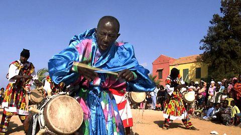 Doudou Ndiaye Rose: une légende et percussionniste hors pair 4