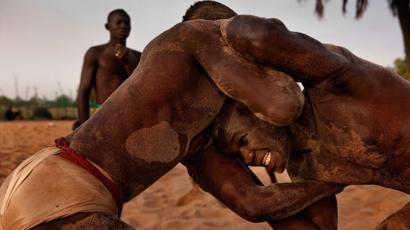 La lutte sénégalaise avec frappe, entre sport, tradition et mysticisme