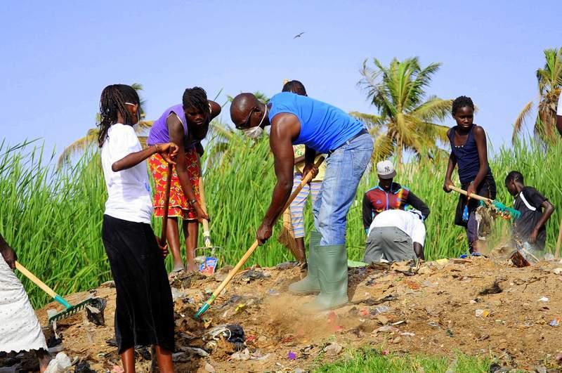 Le ministère de l'environnement au Sénégal lance ses journées mensuelles de nettoiement