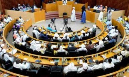 COVID-19: Les députés sénégalais autorisent le président Macky Sall à gouverner par ordonnances