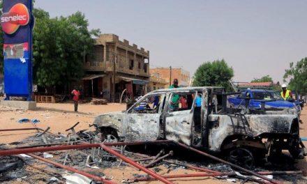 Covid-19: deux nuits d'émeutes au Sénégal pour réclamer la fin du couvre-feu