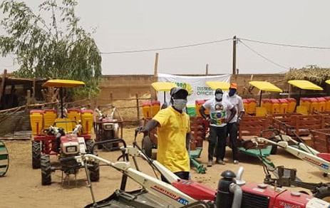 Les femmes de Nguidjilone reçoivent du matériel d'irrigation