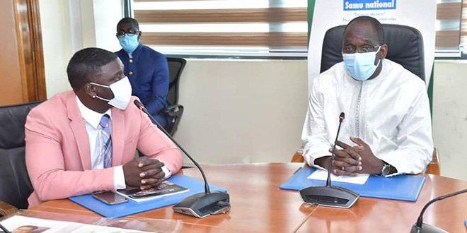 le chanteur AKON a rencontré le ministre de sante Diouf Sarr