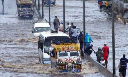 """Macky Sall réclame au gouvernement """"un rapport détaillé"""" sur la lutte contre les inondations"""