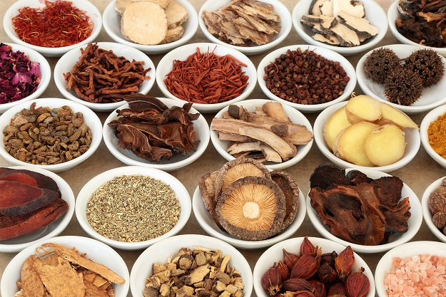 COVID-19 en Afrique : l'OMS encourage la recherche sur les médecines naturelles