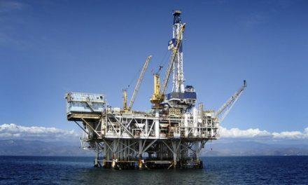 Adoption d'une série de décrets relatifs aux activités pétrolières et gazières