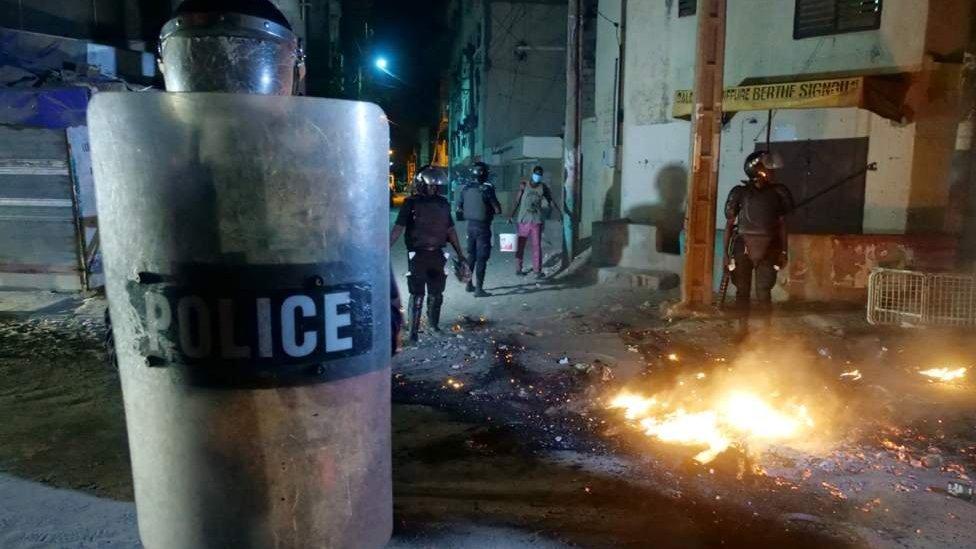 COUVRE-FEU: « PAS DE PROBLEMES MAJEURS », SELON ANTOINE DIOME et cela malgré QUELQUES INCIDENTS