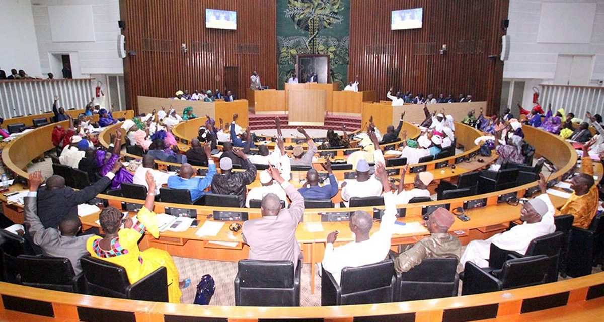 La loi relative à l'état d'urgence et l'état de siège adoptée à la majorité par les parlementaires