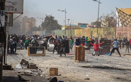 Quatre morts dans de violentes manifestations