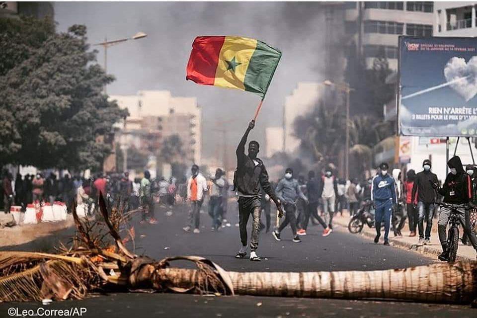 le gouvernement sénégalais appelle au calme et à l'apaisement suite à des manifestations violentes