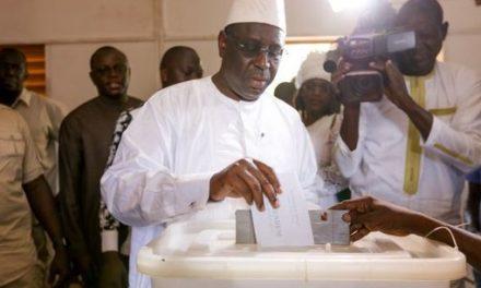 le gouvernement sénégalais défend son système de parrainage de la dernière présidentielle