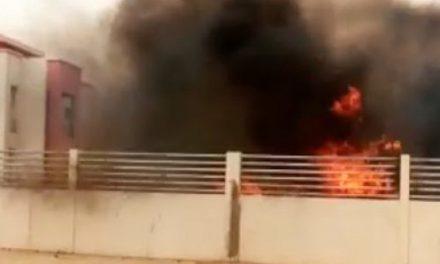 Des jeunes mettent le feu à la demeure de Macky à Ndouloumadji