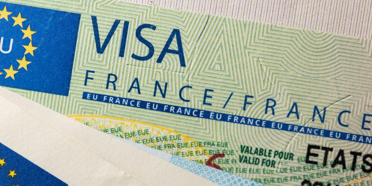 LA FRANCE ENVISAGE DE RESTREINDRE LES VISAS POUR  DURCIR LA LUTTE CONTRE L'IMMIGRATION CLANDESTINE