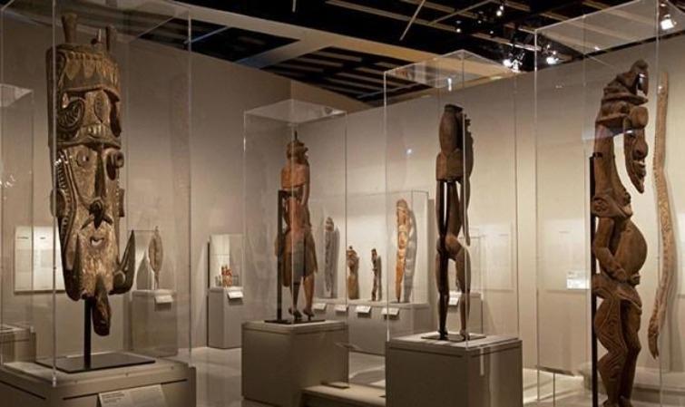 VERNISSAGE D'UNE EXPOSITION SUR « LE DIALOGUE ENTRE DEUX CULTURES » AFRICAINES ET CANARIENNES